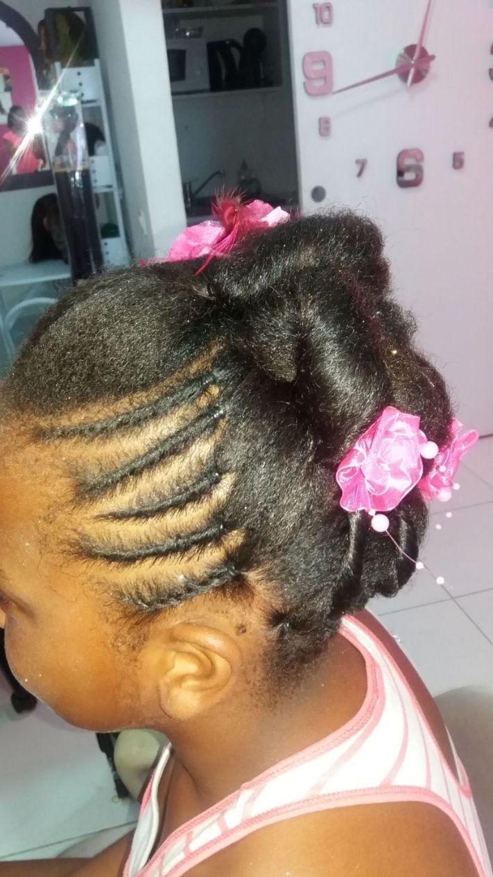 Fabie Dom Hair - Coiffure tresses et chou avec fleurs roses