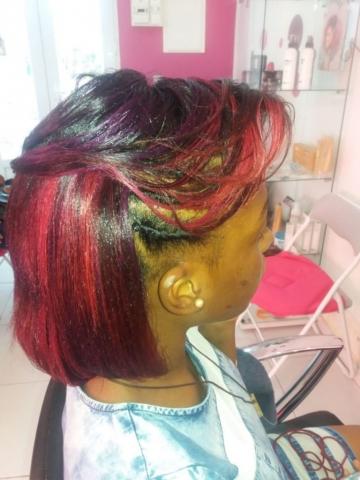 Fabie Dom Hair - Coiffure cheveux rouges bordeaux
