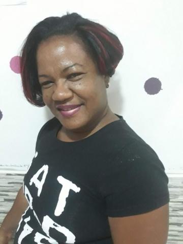Fabie Dom Hair - Coiffure courte mèches rouges (devant)