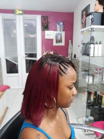 Fabie Dom Hair - Cheveux lisses bordeaux et petites tresses